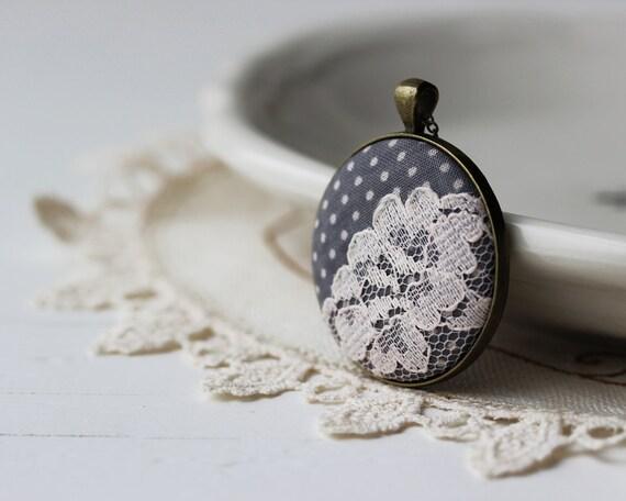 Pois e pizzo gioielli, collana in tessuto grigio pois Wedding, Cottage grigio gioielli, grigio grigio, nozze gioielli damigella d'onore