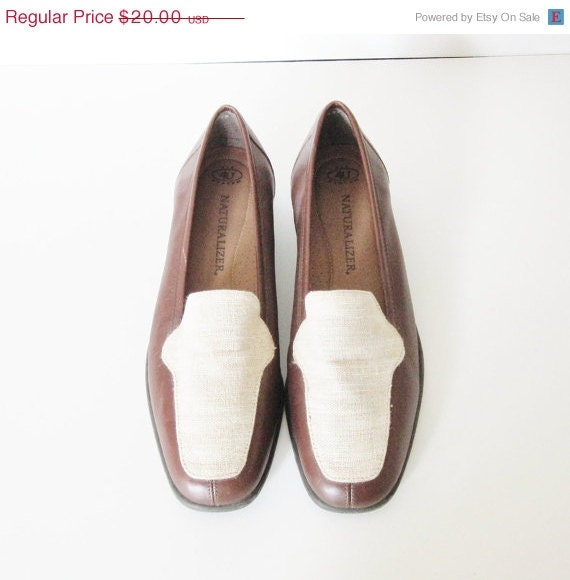 25% off CIJ sale 20 Dollar Sale Vintage NATURALIZER Canvas and Leather Loafers - Women 8.5M