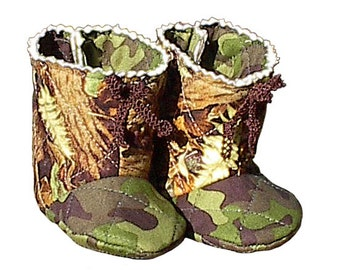 Camo Baby Boots, handmade quilted boy girl camouflage infant shoes s1