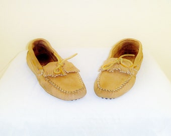 Vintage Minnetonka Boat-Shoe Moccasins with Leather Strings and Fringe Women's Size 10