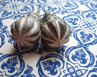 2 Wood Knobs Creamy Farmhouse Rustic White Washed Pickled Fluted Pulls B-6