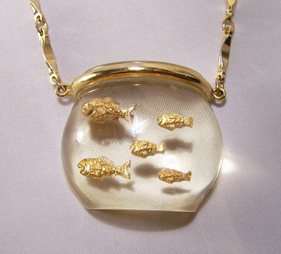 Vintage lucite goldfish bowl pendant necklace with gold tone for Gold fish pendant