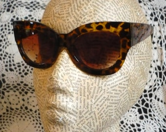 Chunky Tortoiseshell Extreme Cat Eye Sunglasses