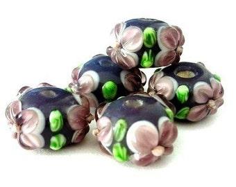 4 purple flowered beads, floral lampwork, 15mm glass rondelles