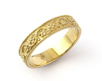 Vintage Style Floral Wedding Band in Yellow Gold