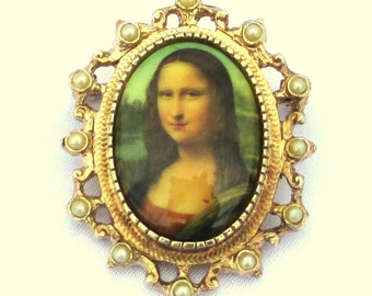 "Vintage Sarah Coventry 1973 ""Mona Lisa"" Cameo"