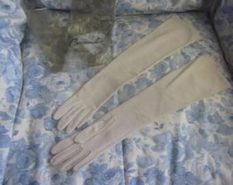 Vintage Ladies Gloves - IVORY 19.5 Inch Crescendoe Caresse 6 1/2