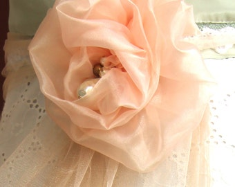 A flower for your wedding flower brooch to Become