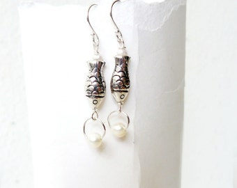 Silver fish earrings, freshwater pearl dangle earrings in sterling silver and cream white, gift for her, spring jewelry - Pearl catchers