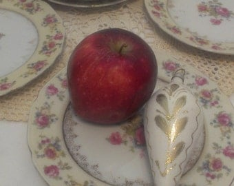 Five Beautiful Vintage Hostess Pattern  Goldcastle  Rose Trimmed China Bread Plate Suaser