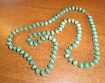vintage necklace green swirl lucite beads