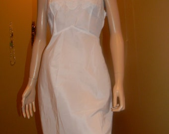 RARE crisp Vintage Nylon & Taffeta NOS 1950s Slip. White. Vanity Fair Brands. Med/Large/Slip over and zip up side/34/36 bust