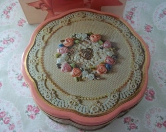 Avon Valentine Collectible Tin    Sweet Sentiments 1981 Tin   Gift for Her