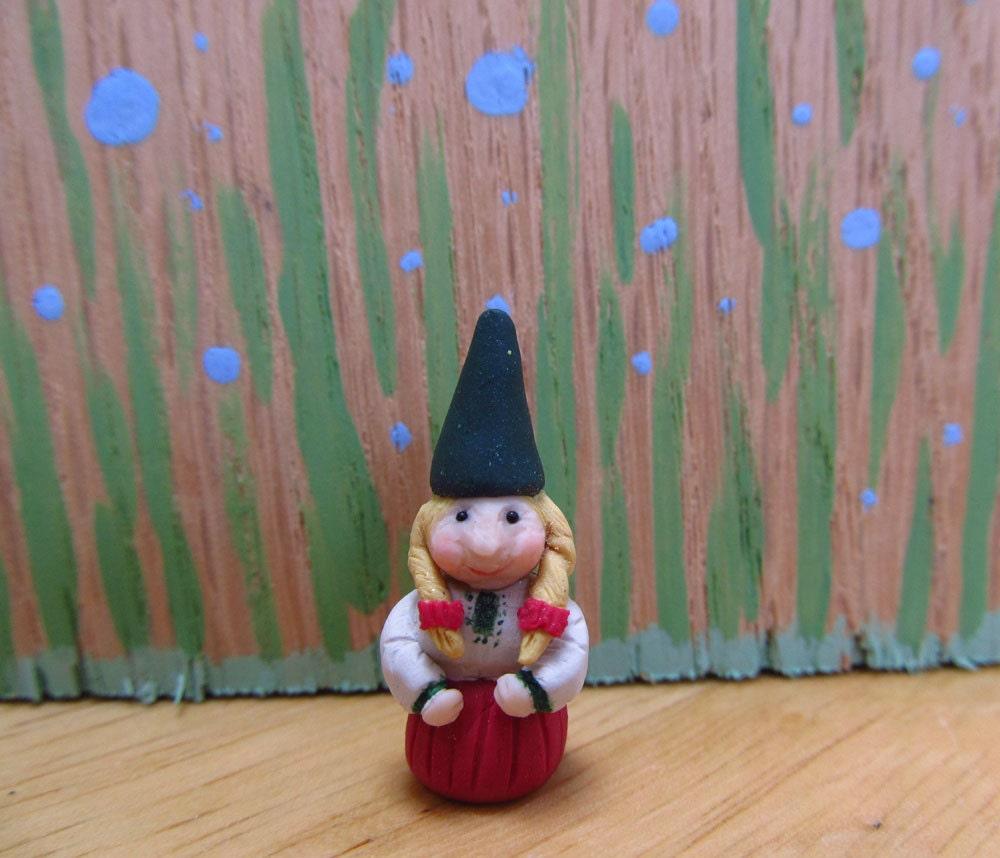 Female Garden Gnomes: Female Forest Or Garden Gnome 1:12 Scale
