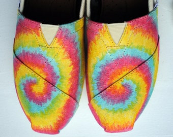 Ready to Ship Womens Size 8 - Tie Dye Pattern on Natural Canvas TOMS, Womens Hand Painted Custom TOMS shoes