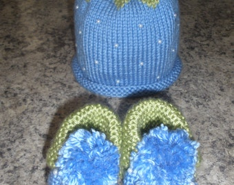 """Handmade knitted baby """" BLUEBERRY """" hat and booties set"""