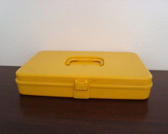 Vintage Sewing Case - Retro Harvest Gold - Plastic Notions holder - 1970s Sewing Box - Thread Storage - Yellow Spool Carrying Case -