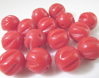 30 Vintage 10mm Red Carved Lucite Beads Bd1052