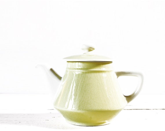 Romantic little vintage Villeroy and Boch  YELLOW TEA POT Shabby chic