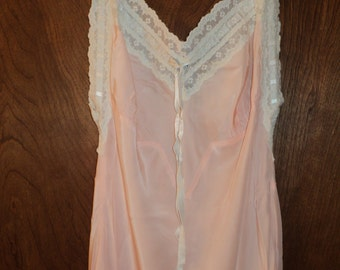 Vintage Lingerie Night Gown in a  wonderful shade of Pink made of vintage Rayon fabric and white lace trim in Great Shape, Size Super SMALL