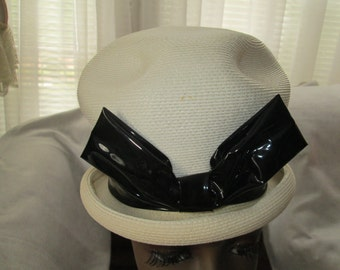 DACHETTES Designed by Lilly Dache 1960 White Straw HAT