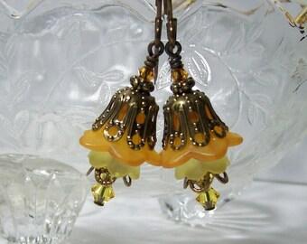 Lucite Flower Earrings. Shades of Topaz Earrings. Vintage Inspired Lucite Earrings.