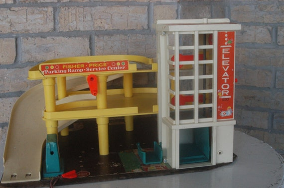 Vintage fisher price parking garage 1970 for toy cars with for Garage europe auto center fresnes