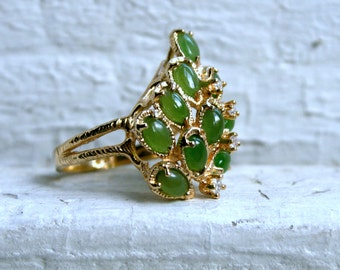 Vintage Retro 14K Yellow Gold Green Jade and Diamond Ring.