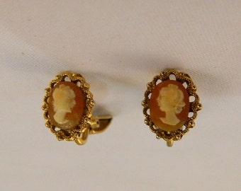 Cameo Earrings / Vintage 1968 Cameo Earrings / Cameo / Vintage Clip Earrings