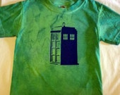 Doctor Who TARDIS T-shirt in Deep Green kid size 2/4
