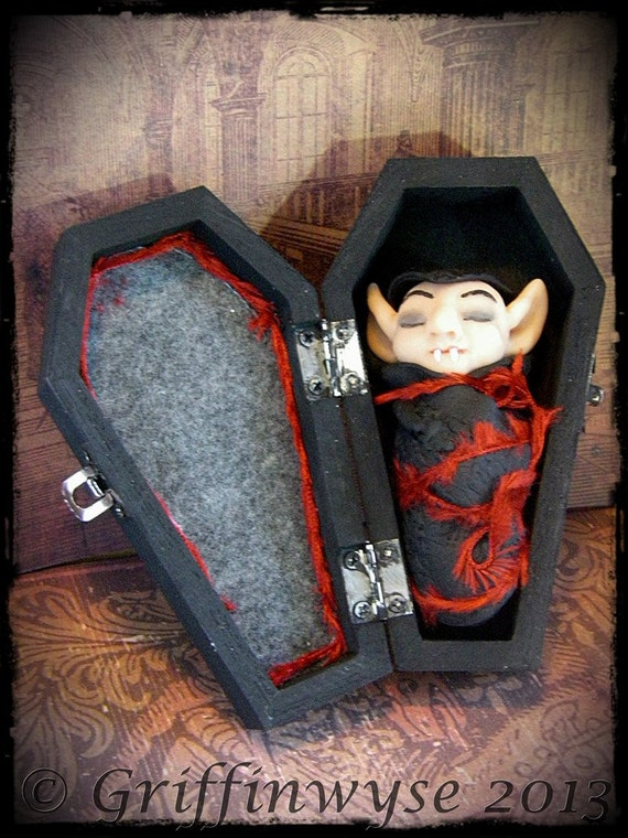 Vampire pendant in coffin case - Viktor