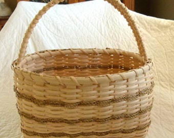 Krista's oval basket. Basket with handle