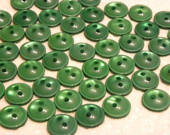 50 Shiny Kelly Green 2 hole buttons, Matching 50 Piece set, domed top, flat back, size 1/2 inch round, 12mm buttons