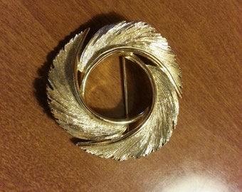 Vintage Lisner Feather Circlet Pin
