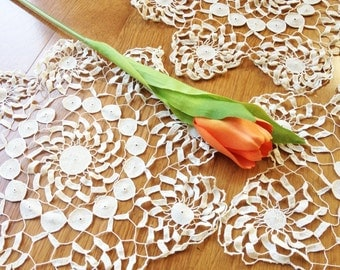 Vintage doilies/ set of 3/ handmade white & ecru crochet lace/ exquisite fine/ 60s/ round/ crafts lot