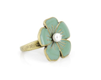 Beautiful Vintage Feel Gold-tone Enamel Mint Green Flower Ring,Size 7.5///K5