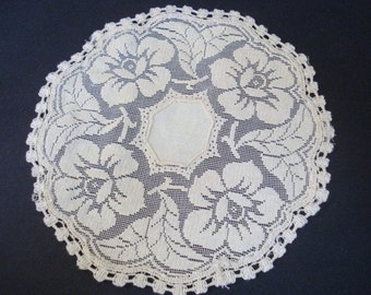 Unique ANTIQUE LACE DOILY - Antique Filet Lace Doily -   Floral -   Round  -   Linen Center -   Filet Lace