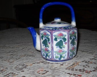 Vintage Chinoiserie Teapot.  Blue and White  Porcelain.  Single Serve.  - VC40
