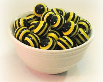 STRIPED 20mm Chunky Beads - BUMBLEBEE Black and Yellow STRIPE - Set of 10 - Round Resin Bubblegum / Gumball Necklace Beads
