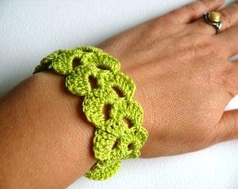 Crochet bracelet, spring green cotton bracelet, green Birthday gift, lace trim, wedding spring bracelet, Shabby chic bracelet, romantic
