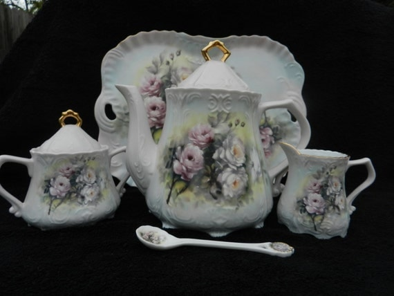 Victorian Tea Service Wild Rose: Hand decorated porcelain