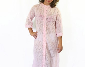 60s Pink Peignoir. Girlfriend gift. Wife gift. Lace Chiffon Robe. Size Medium. Vintage lingerie. Mad Men Fashion. Honey Moon. Romantic.