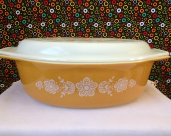 Pyrex -  Butterfly Gold - Casserole Dish with Lid - Gold and White - 2 1/2 QT.