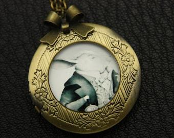 Medallion necklace door Photo M.lapin