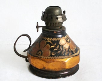 Cute vintage kerosene LAMP, ETCHED copper, handmade etching, oil burner, lighting. Old Turkish Erzincan metalware. 1970s folk art. w/o wick