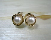 Small Pearl & Gold Stud Earrings, White Freshwater Pearl Stud Earrings, Small Pearl Post Earrings, Bridesmaids Gifts,