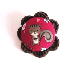 Handmade squirrel pin. Squirrel brooch. Animal brooch. Woodland brooch. Cute brooch. kawaii brooch. Red brown brooch. fabric crochet brooch