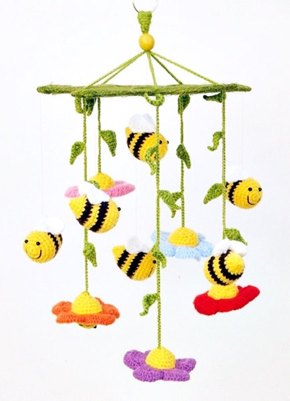 bees and flowers / crochet baby mobile / crib mobile / nursery decor / kids room