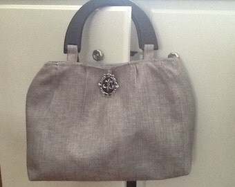 Cute Daytime Silver/Gray Purse with Wood handles, and inside drop pockets