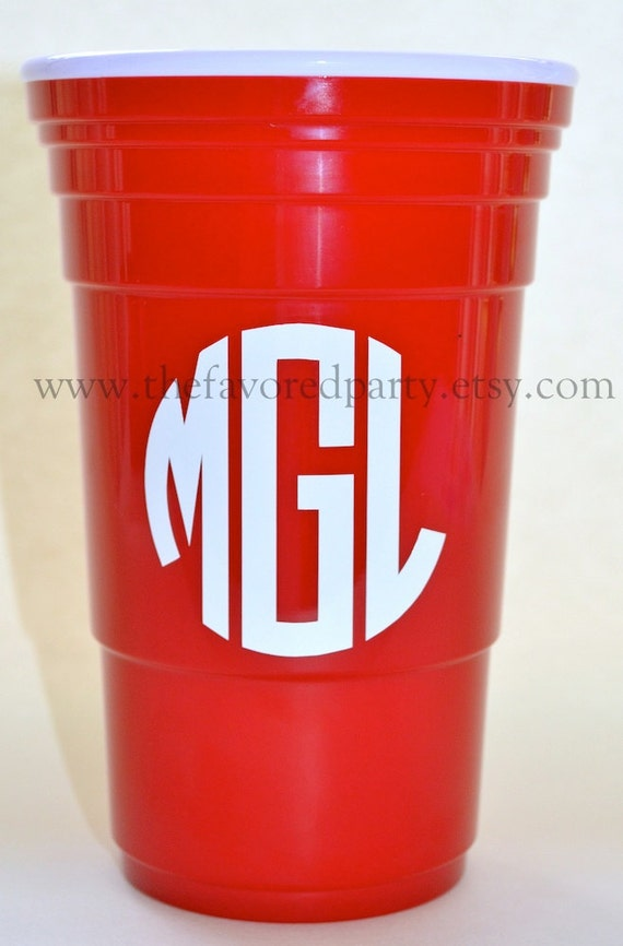 Items similar to Monogrammed / Personalized 32 oz ...